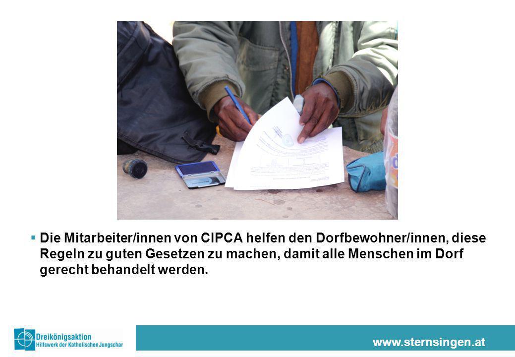 Die Mitarbeiter/innen von CIPCA helfen den Dorfbewohner/innen, diese Regeln zu guten Gesetzen zu machen, damit alle Menschen im Dorf gerecht behandelt werden.