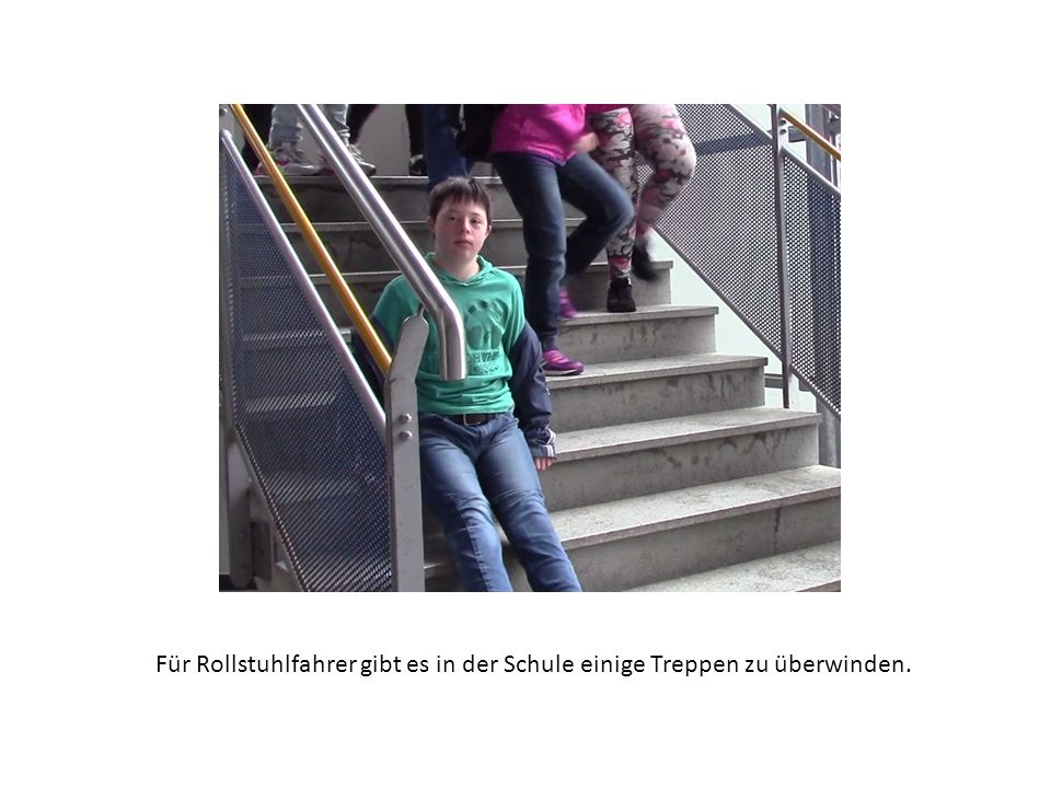 Für Rollstuhlfahrer gibt es in der Schule einige Treppen zu überwinden.