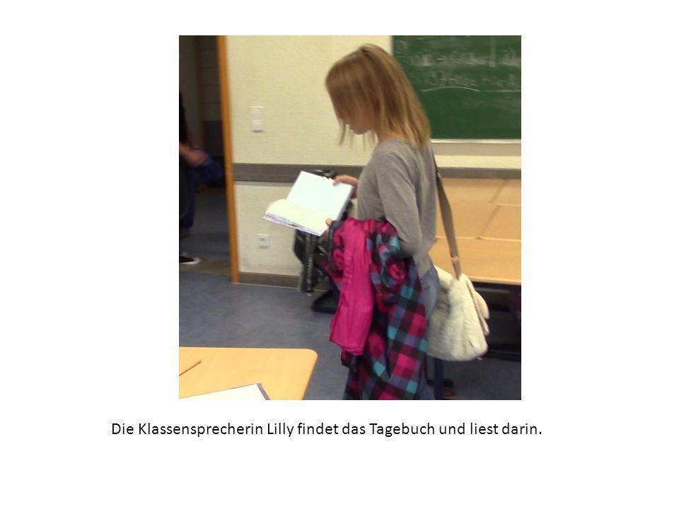 Die Klassensprecherin Lilly findet das Tagebuch und liest darin.