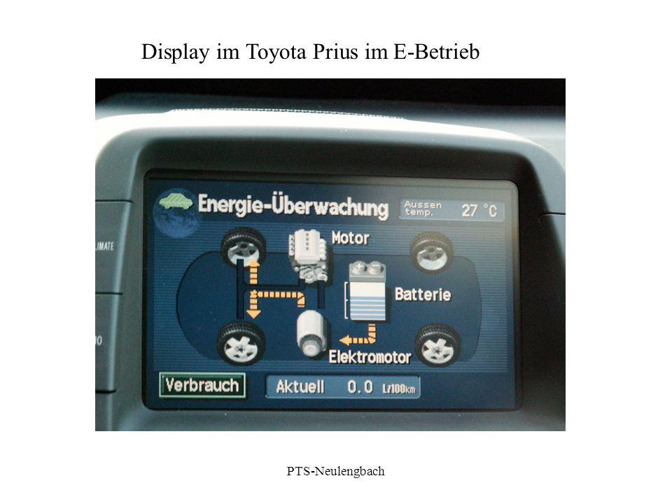 Display im Toyota Prius im E-Betrieb