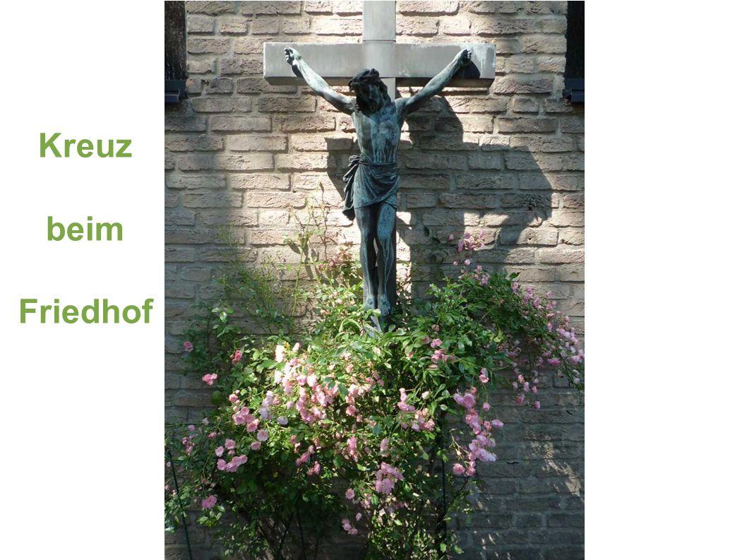 Kreuz beim Friedhof