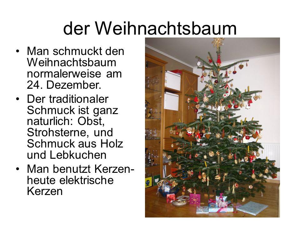 der Weihnachtsbaum Man schmuckt den Weihnachtsbaum normalerweise am 24. Dezember.