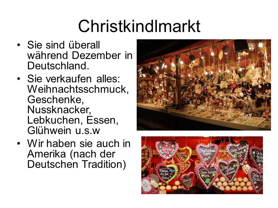 Christkindlmarkt Sie sind überall während Dezember in Deutschland.