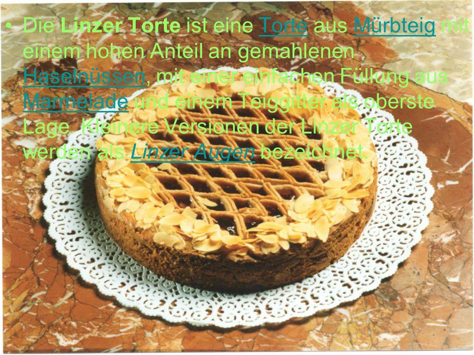Die Linzer Torte ist eine Torte aus Mürbteig mit einem hohen Anteil an gemahlenen Haselnüssen, mit einer einfachen Füllung aus Marmelade und einem Teiggitter als oberste Lage.