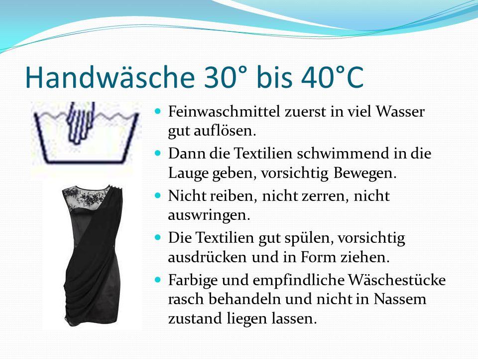 Handwäsche 30° bis 40°C Feinwaschmittel zuerst in viel Wasser gut auflösen. Dann die Textilien schwimmend in die Lauge geben, vorsichtig Bewegen.