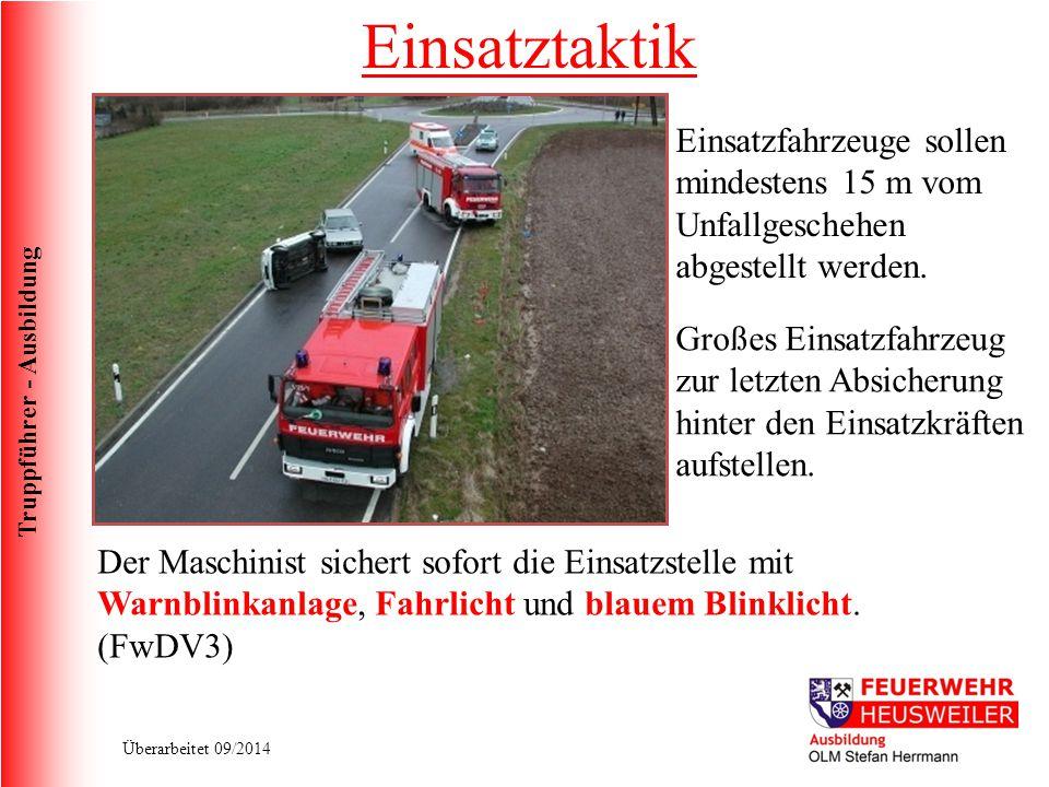 Einsatztaktik Einsatzfahrzeuge sollen mindestens 15 m vom Unfallgeschehen abgestellt werden.