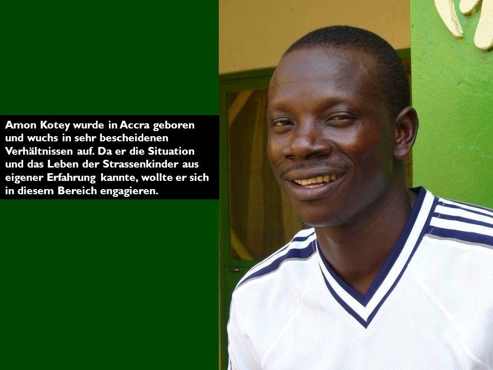 Amon Kotey wurde in Accra geboren und wuchs in sehr bescheidenen Verhältnissen auf.
