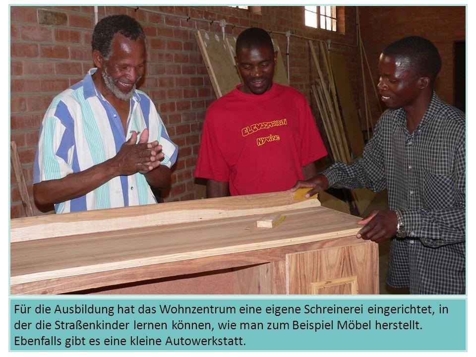 Für die Ausbildung hat das Wohnzentrum eine eigene Schreinerei eingerichtet, in der die Straßenkinder lernen können, wie man zum Beispiel Möbel herstellt.