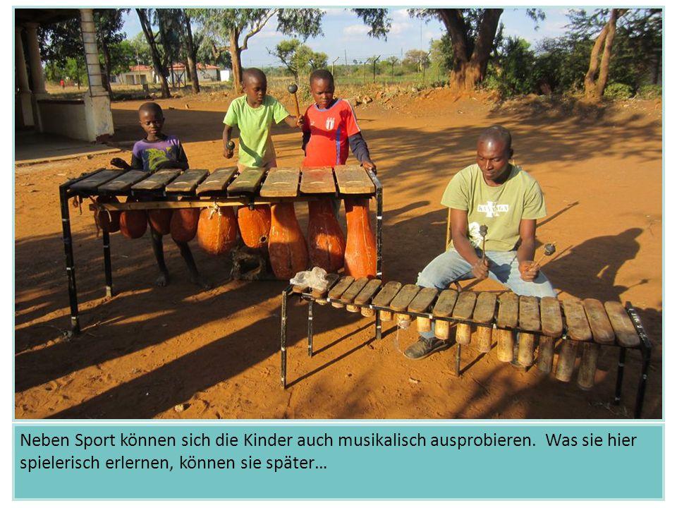 Neben Sport können sich die Kinder auch musikalisch ausprobieren