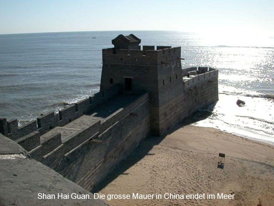 Shan Hai Guan. Die grosse Mauer in China endet im Meer