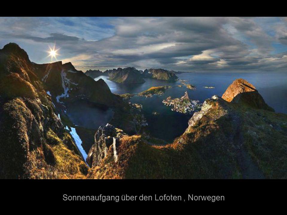 Sonnenaufgang über den Lofoten , Norwegen
