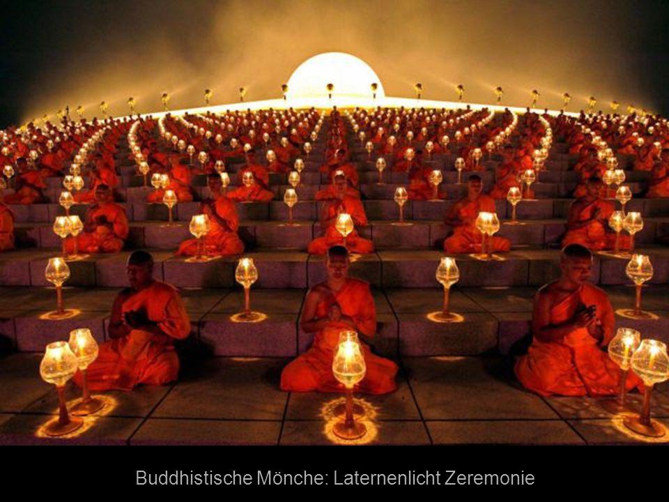 Buddhistische Mönche: Laternenlicht Zeremonie