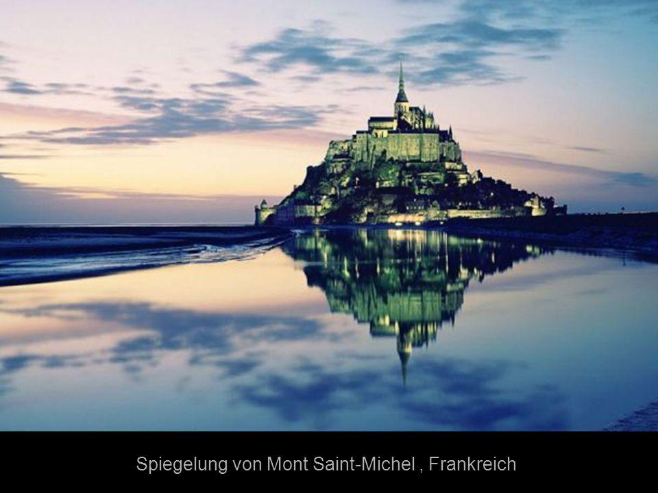 Spiegelung von Mont Saint-Michel , Frankreich
