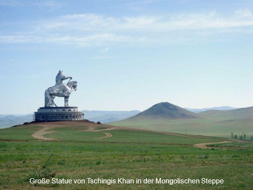 Große Statue von Tschingis Khan in der Mongolischen Steppe