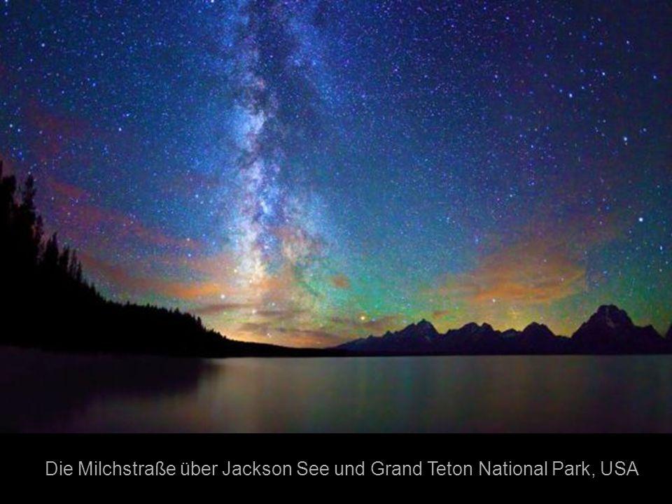 Die Milchstraße über Jackson See und Grand Teton National Park, USA