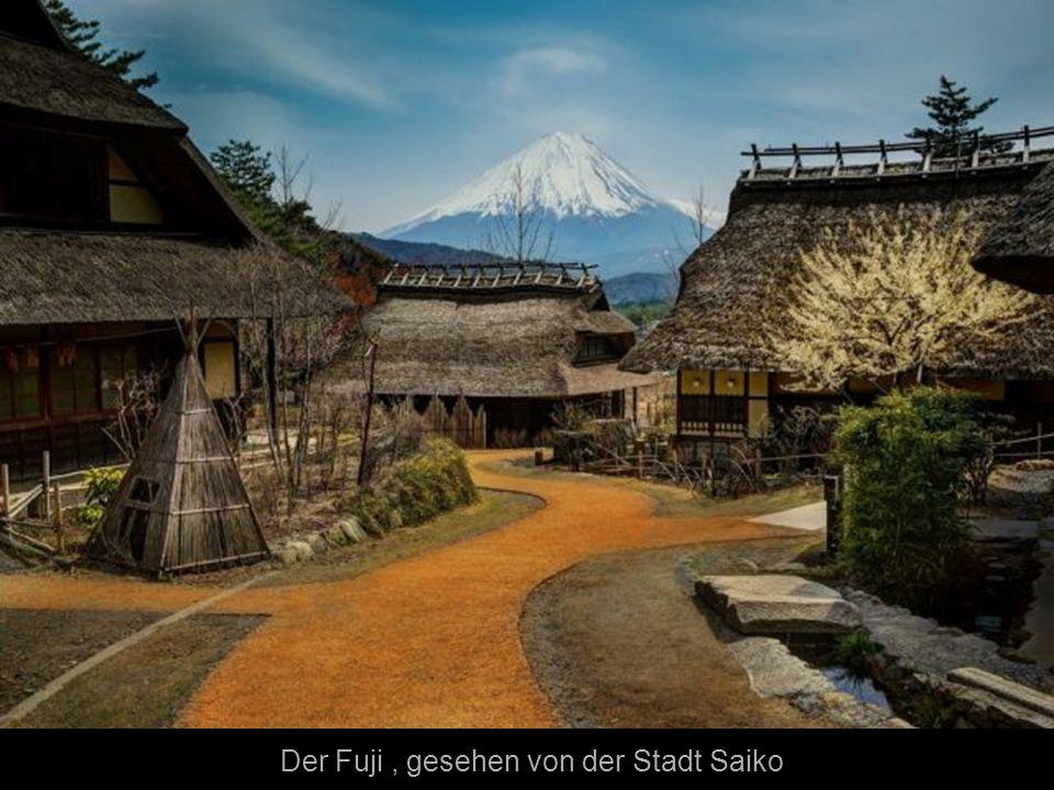 Der Fuji , gesehen von der Stadt Saiko