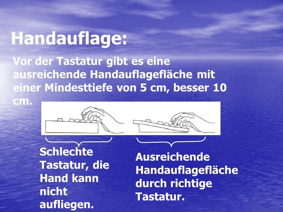 Handauflage: Vor der Tastatur gibt es eine ausreichende Handauflagefläche mit einer Mindesttiefe von 5 cm, besser 10 cm.