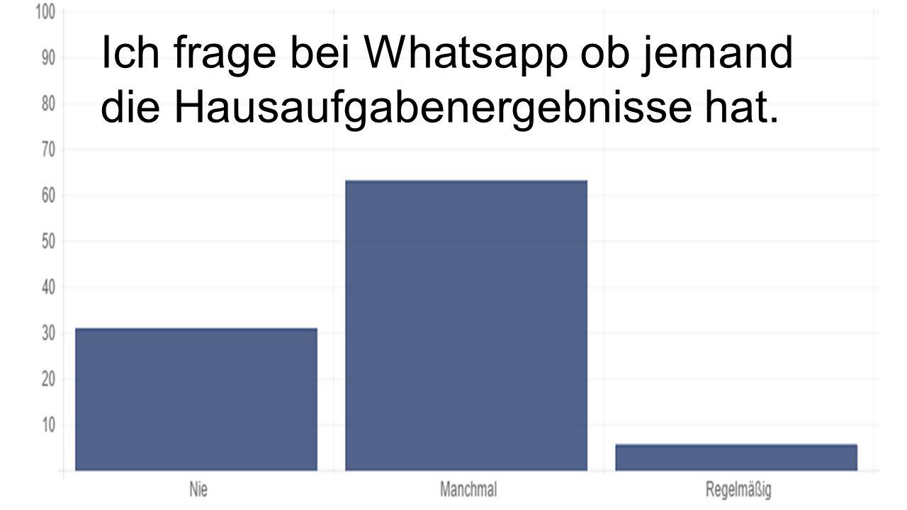 Ich frage bei Whatsapp ob jemand die Hausaufgabenergebnisse hat.
