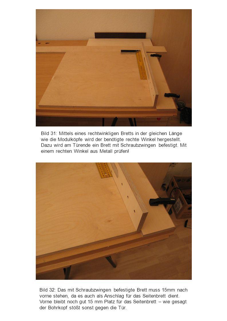 Bild 31: Mittels eines rechtwinkligen Bretts in der gleichen Länge wie die Modulköpfe wird der benötigte rechte Winkel hergestellt. Dazu wird am Türende ein Brett mit Schraubzwingen befestigt. Mit einem rechten Winkel aus Metall prüfen!