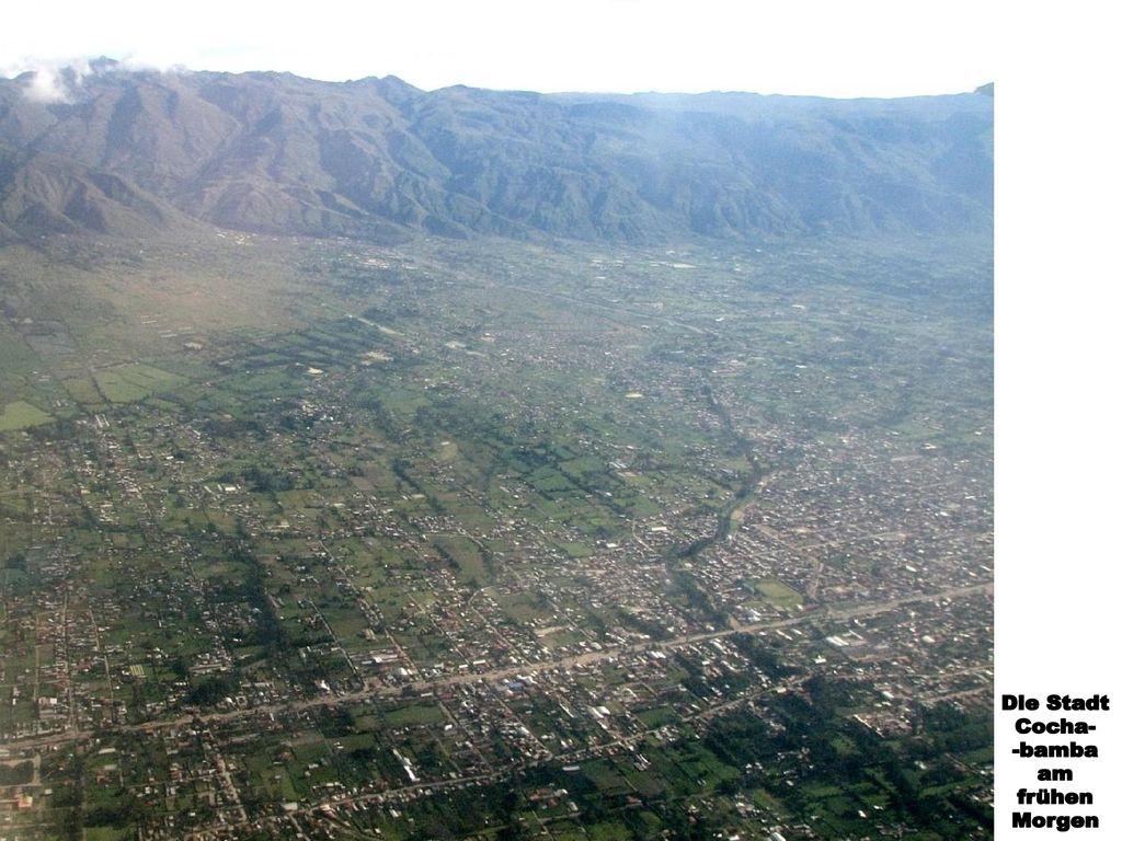 Die Stadt Cocha- -bamba am frühen Morgen