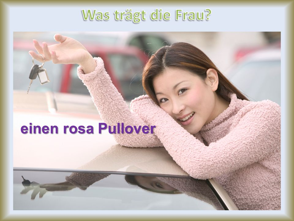 Was trägt die Frau einen rosa Pullover