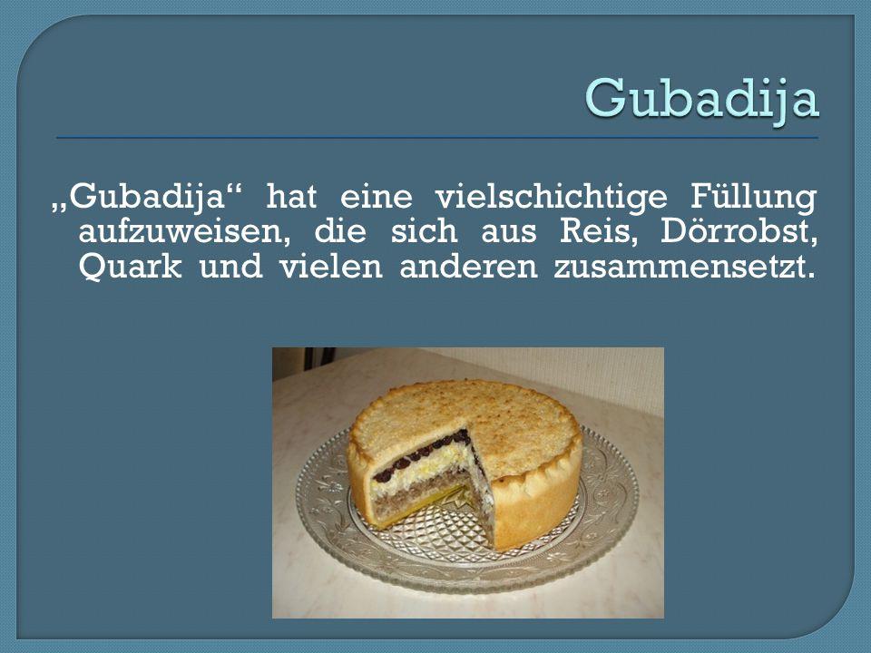 """Gubadija """"Gubadija hat eine vielschichtige Füllung aufzuweisen, die sich aus Reis, Dörrobst, Quark und vielen anderen zusammensetzt."""