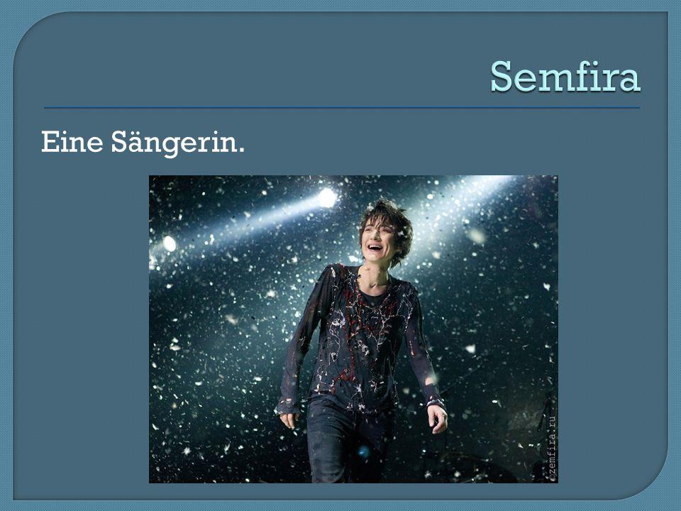 Semfira Eine Sängerin.