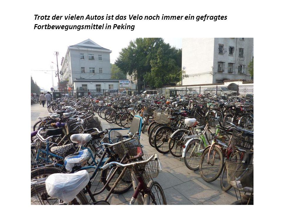 Trotz der vielen Autos ist das Velo noch immer ein gefragtes Fortbewegungsmittel in Peking