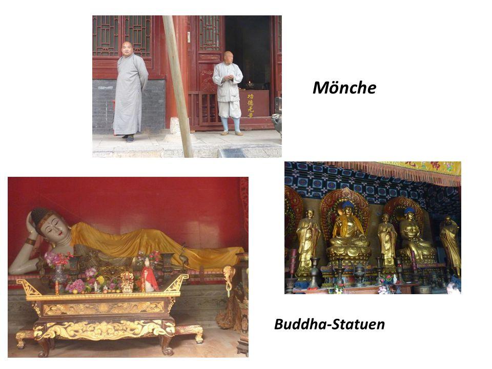 Mönche Buddha-Statuen