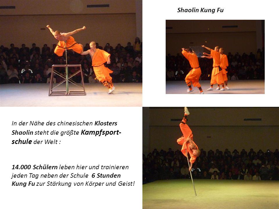 Shaolin Kung Fu In der Nähe des chinesischen Klosters Shaolin steht die größte Kampfsport-schule der Welt :