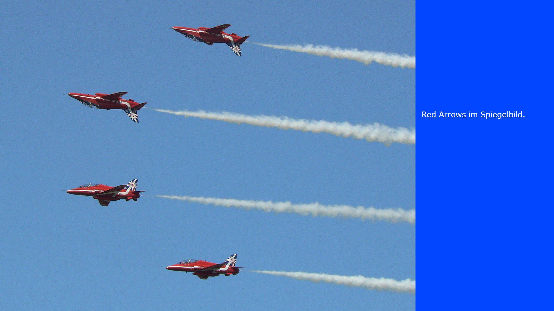 Red Arrows im Spiegelbild.
