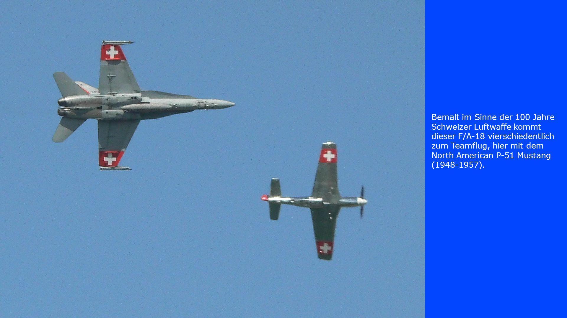 Bemalt im Sinne der 100 Jahre Schweizer Luftwaffe kommt dieser F/A-18 vierschiedentlich zum Teamflug, hier mit dem North American P-51 Mustang (1948-1957).