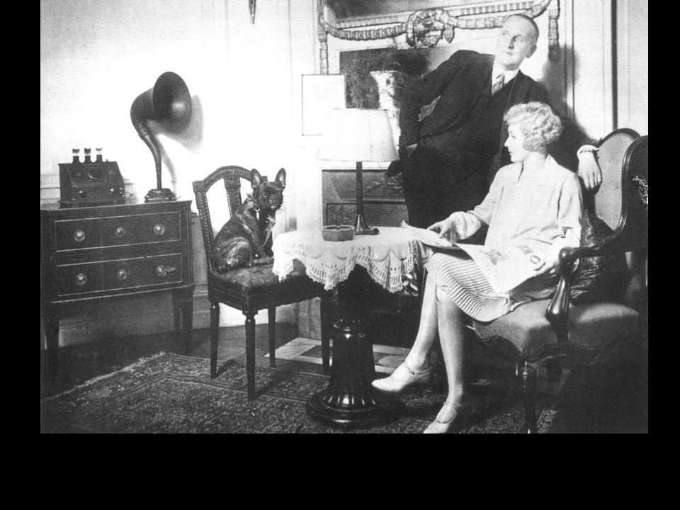 Das Bürgertum mit Rundfunkgerät, ca. 1927