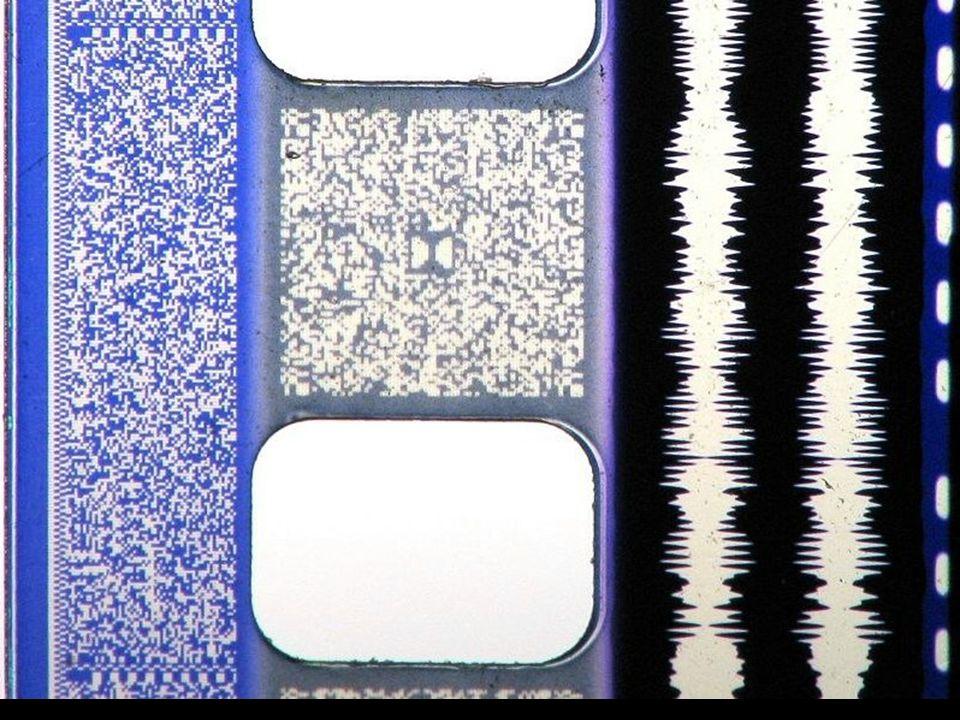 Hier sind digitale Informationen (links) und analoge Lichttonspuren gleichzeitig aufgebracht.