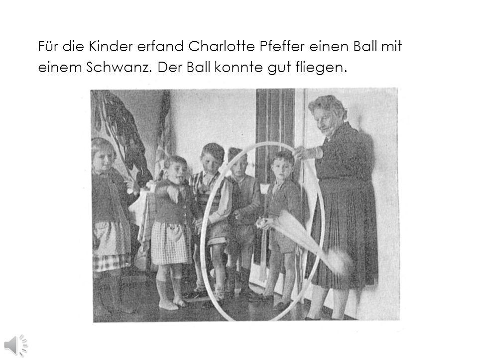 Für die Kinder erfand Charlotte Pfeffer einen Ball mit einem Schwanz