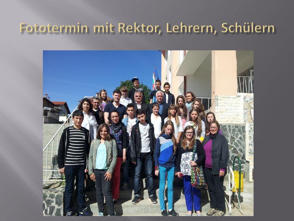 Fototermin mit Rektor, Lehrern, Schülern