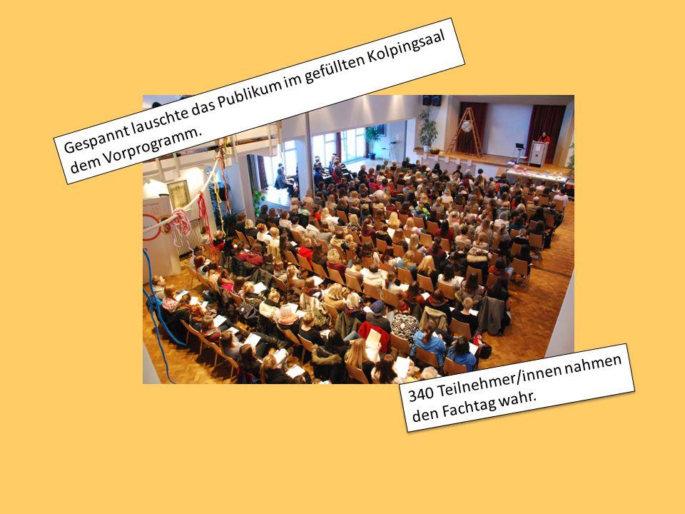 Gespannt lauschte das Publikum im gefüllten Kolpingsaal dem Vorprogramm.