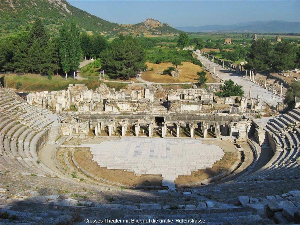Grosses Theater mit Blick auf die antike Hafenstrasse