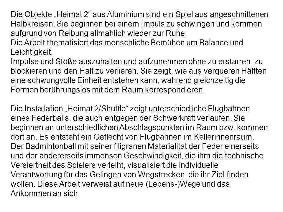 """Die Objekte """"Heimat 2 aus Aluminium sind ein Spiel aus angeschnittenen"""
