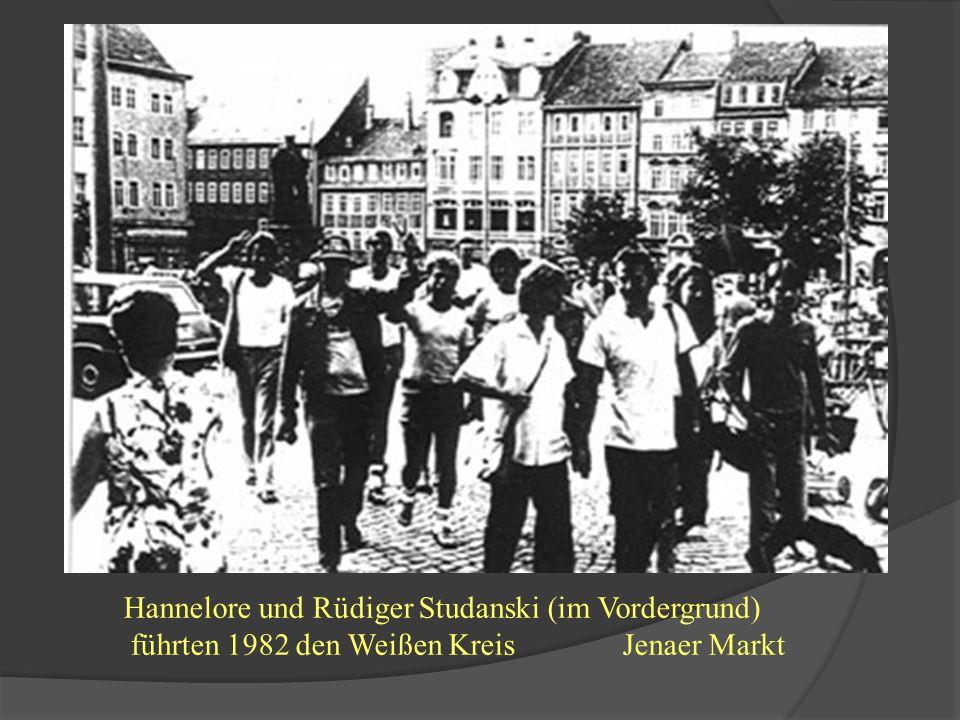 Hannelore und Rüdiger Studanski (im Vordergrund) führten 1982 den Weißen Kreis Jenaer Markt