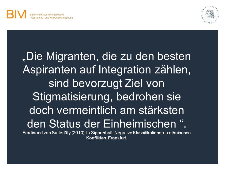 """""""Die Migranten, die zu den besten Aspiranten auf Integration zählen, sind bevorzugt Ziel von Stigmatisierung, bedrohen sie doch vermeintlich am stärksten den Status der Einheimischen ."""