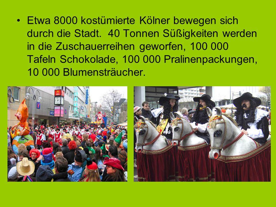 Etwa 8000 kostümierte Kölner bewegen sich durch die Stadt