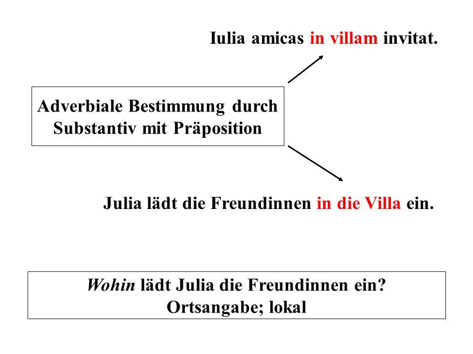 Iulia amicas in villam invitat.