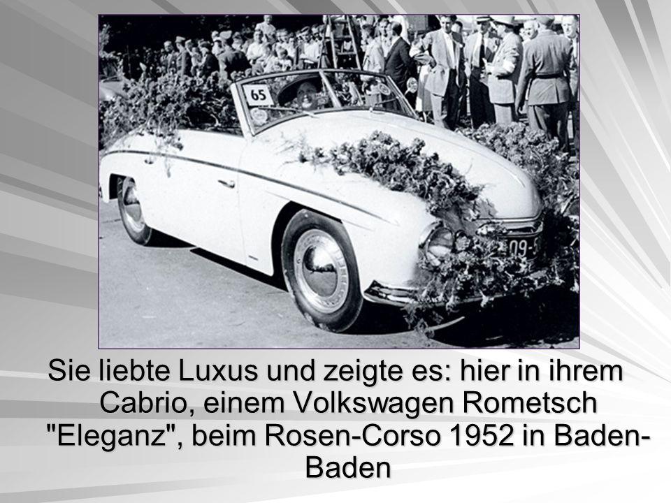Sie liebte Luxus und zeigte es: hier in ihrem Cabrio, einem Volkswagen Rometsch Eleganz , beim Rosen-Corso 1952 in Baden-Baden