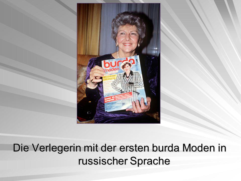 Die Verlegerin mit der ersten burda Moden in russischer Sprache