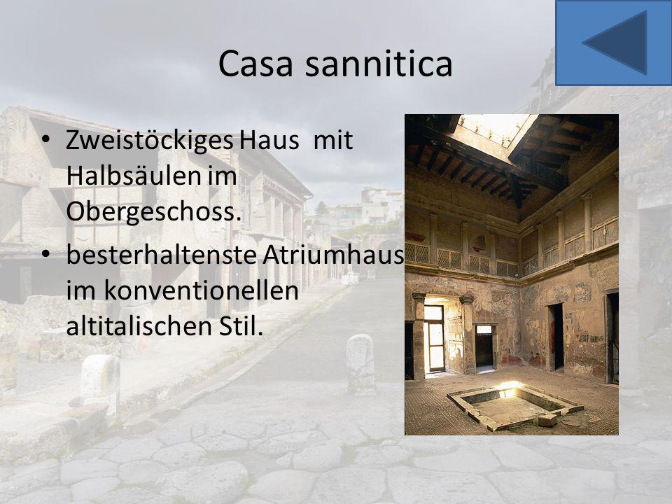 Casa sannitica Zweistöckiges Haus mit Halbsäulen im Obergeschoss.
