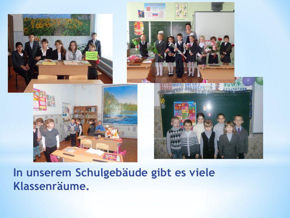 In unserem Schulgebäude gibt es viele Klassenräume.