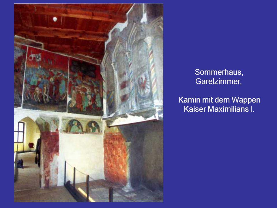 Sommerhaus, Garelzimmer, Kamin mit dem Wappen Kaiser Maximilians I.