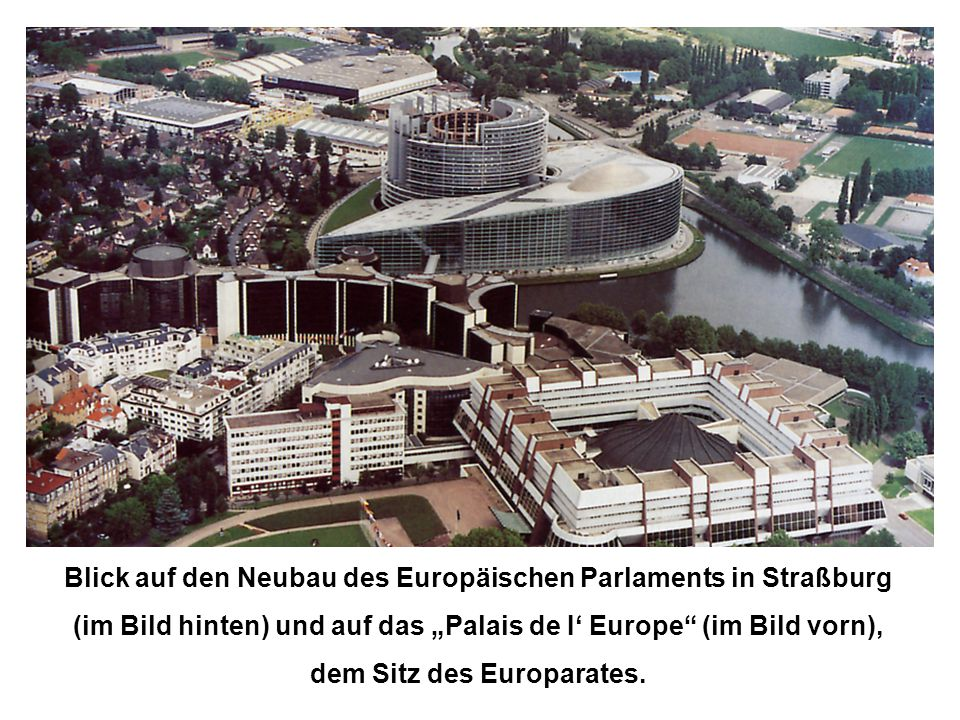Blick auf den Neubau des Europäischen Parlaments in Straßburg