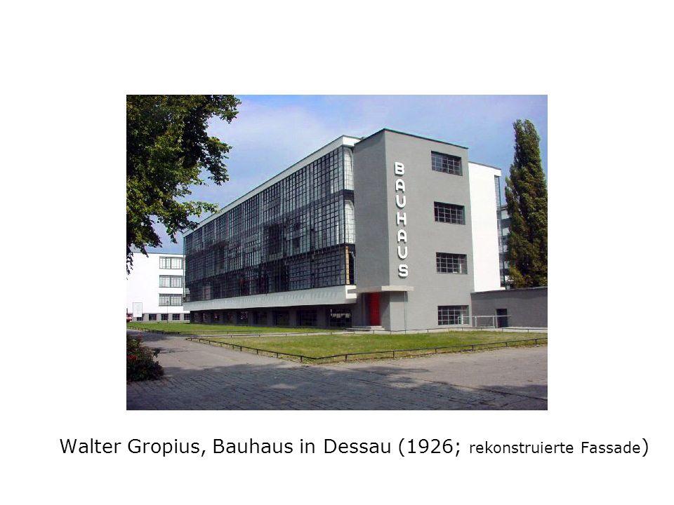 Walter Gropius, Bauhaus in Dessau (1926; rekonstruierte Fassade)